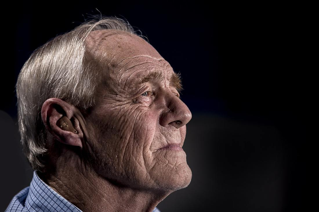 elderly_man_using_a_hearing_aid